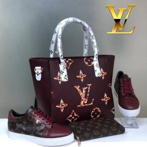 Ensemble Louis Vuitton tennis dame et trousse et sac à  main