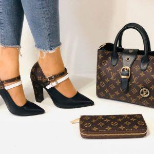 Ensemble Louis Vuitton chaussure à talon et trousse et sac à main